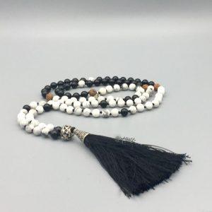 mala-rudraksha-howliet-zwart-wit-onyx