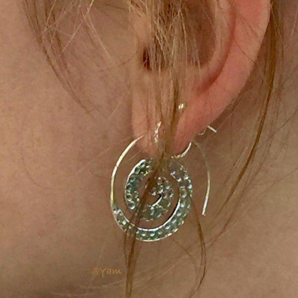 Oorringen-model-loops-hoops-earrings