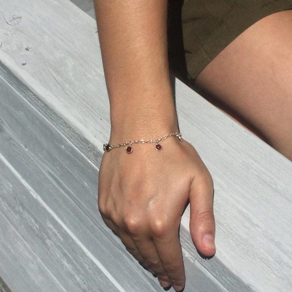 armband-model-granaat-zilver