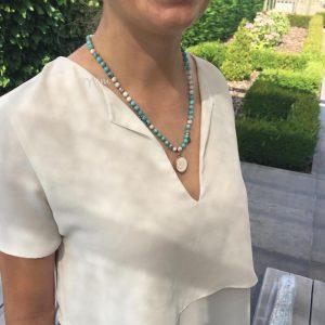 halsketting-model-pendant-shiva-schelp-howliet-turkoois