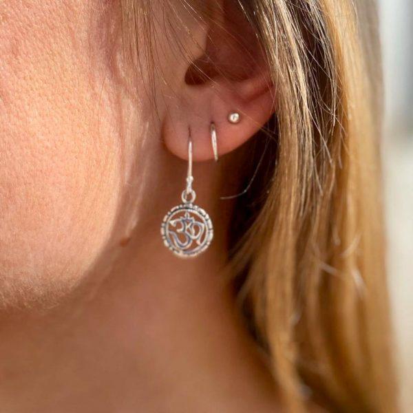 model-oorringen-earrings-zilver-ohm-hanger