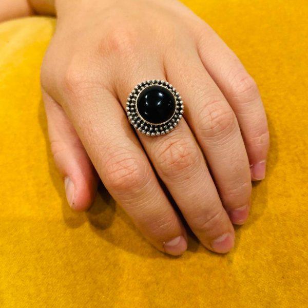 model-ring-onyx-bigsilver-zilver