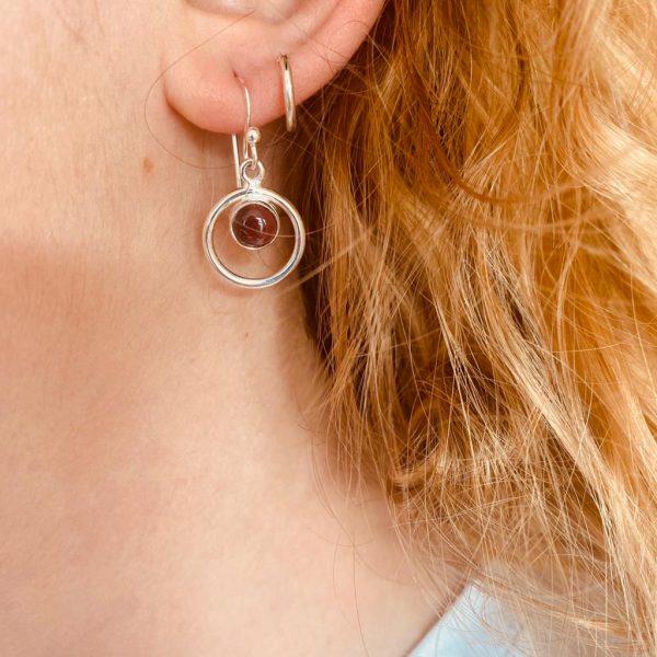 oorringen-earrings-round-in-round-garnet-granaat-1.jpg