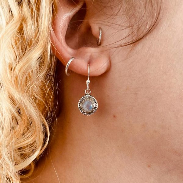 oorringen-earrings-zilver-rond-maansteen