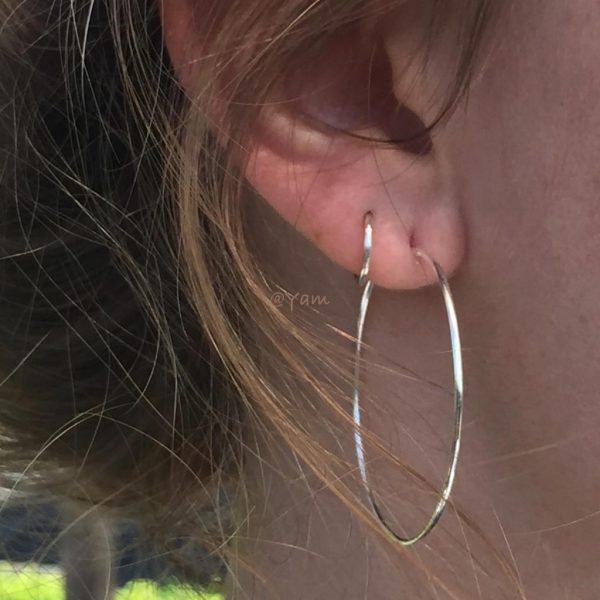 oorringen-model-loops-hoops-big-zilver-earrings