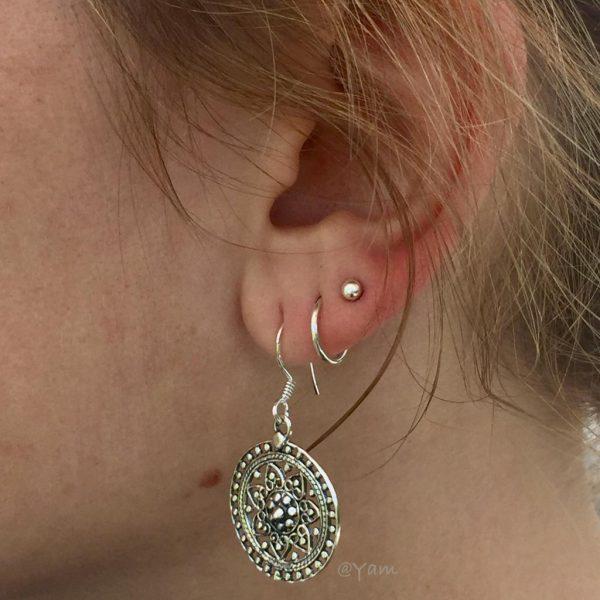 oorringen-zilver-rond-hangers-bloem-flowers-earrings
