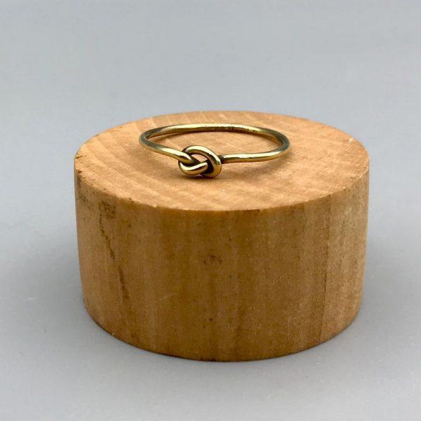 ring-brass-knoop-knot