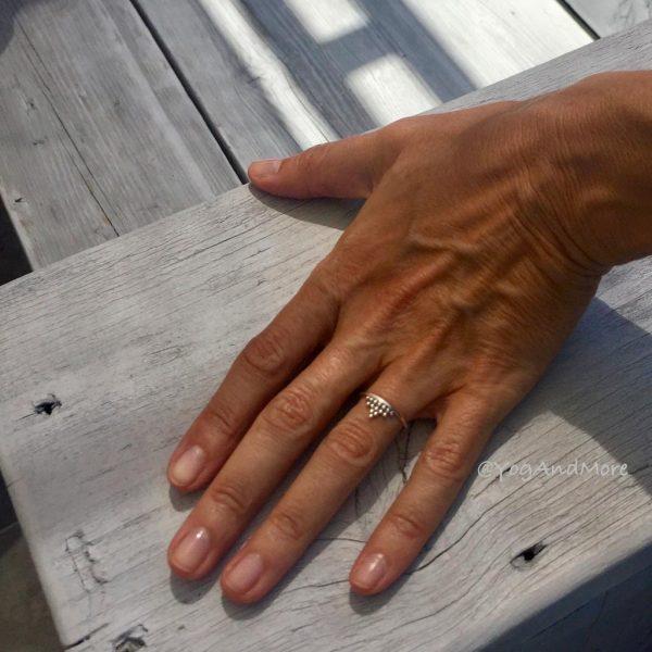 ring-model-v-dots-zilver