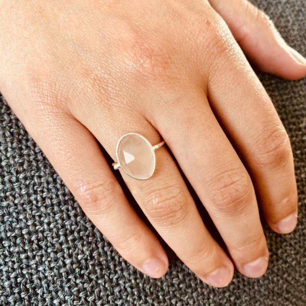 ring-model-ovaal-geslepen-rozenkwarts-84-1.jpg