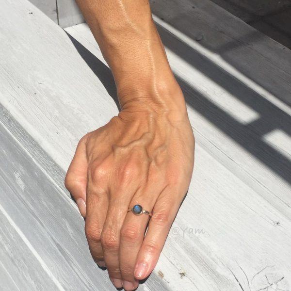 ring-rond-labradoriet-medium-zilver