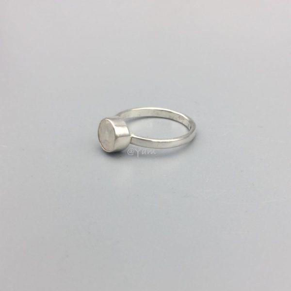 ring-rond-maansteen-zilver-medium