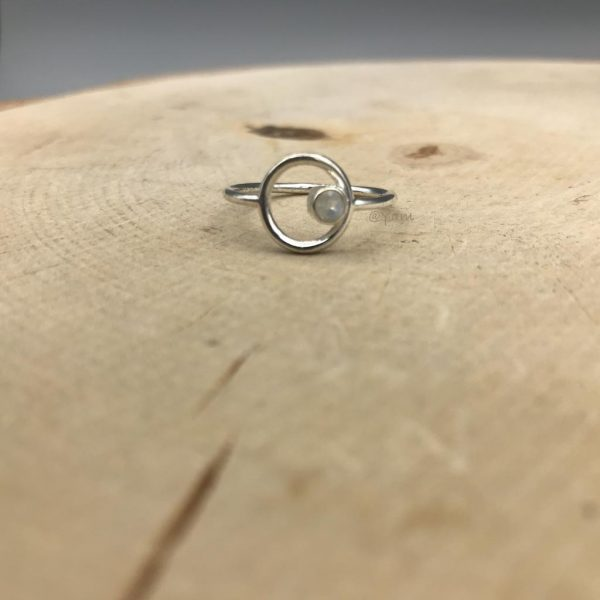 ring-rond-zilver-maansteen-1.jpg