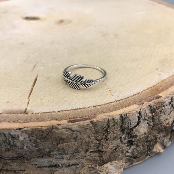 ring-veer-feather-zilver-medium
