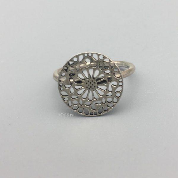 ring-zilver-rond-figuur-flower-.jpg