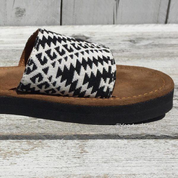 Black-white-slippers-3-1.jpg