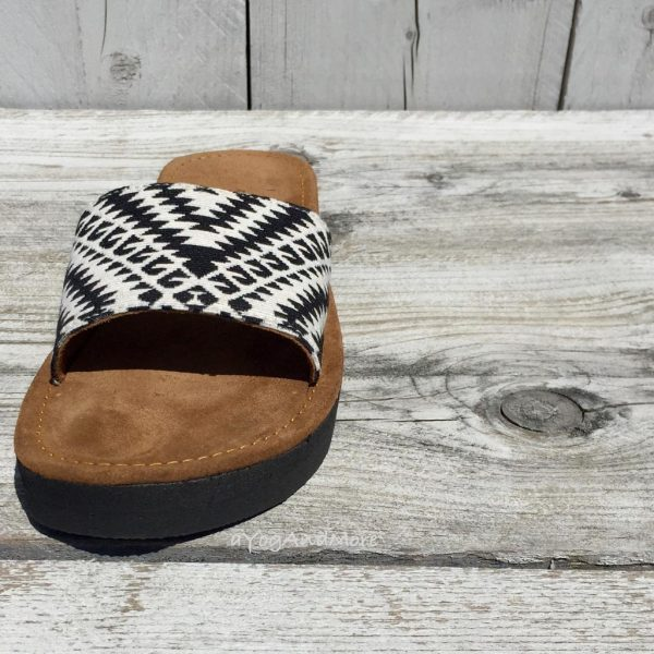Black-white-slippers-4-1.jpg