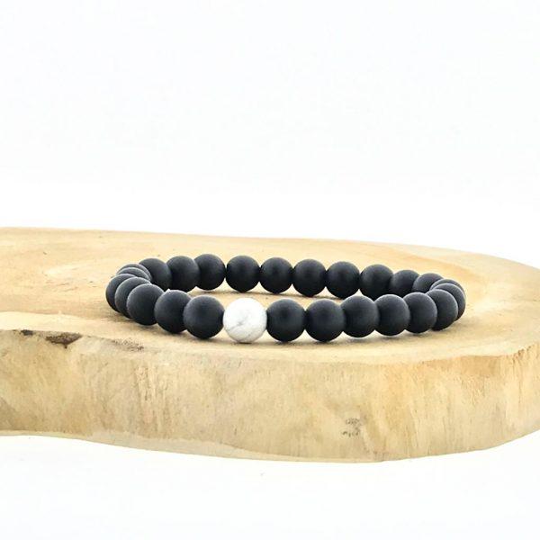 armband-bracelet-onyx-howliet-howlite-mat