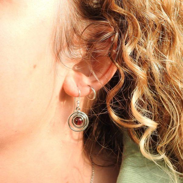 earrings-model-925-granaat-garnet-oorringen-circle-yamjewels
