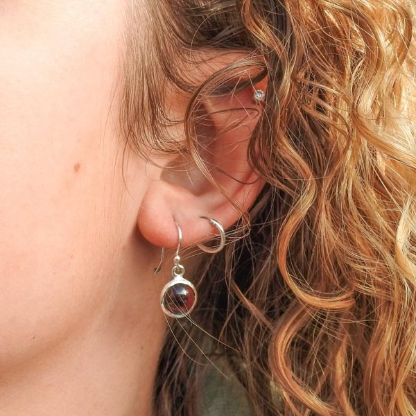 oorringen-model-earrings-925-garnet-granaat-round-yamjewels